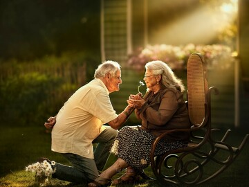Selling: Will you grow old together? Initials, names, physical description