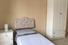 Rooms for rent: Private Room only for Woman N1-3 close University