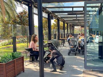 Walk-in: 8 Reasons to work from a cafe