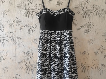 Selling without online payment: Black and white dress