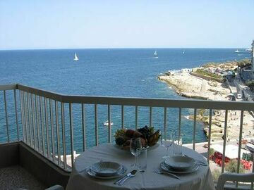 Rooms for rent: Sliema sea front, 1 bedroom appartment