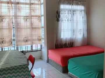 For rent: Medium Room For Rent at South City Condo.