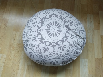 Selling: round pillow/cushion