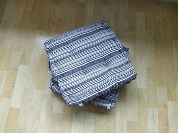 Selling: 2 square pillows/cushions