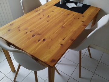 Selling: kitchen table