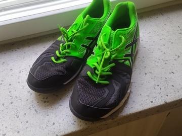 Selling: indoors sneakers