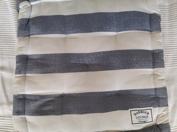 Selling: square cushion/pillow