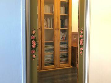 Vente: Miroir avec cadre en bois décoré