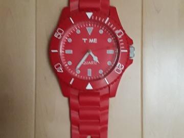 À donner: Horloge modèle Swatch rouge