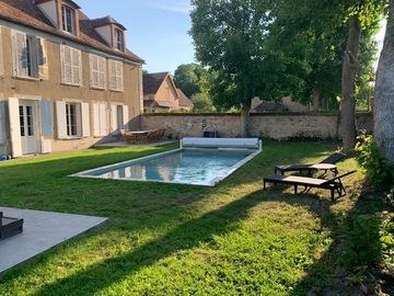 NOS JARDINS A LOUER: Belle piscine chauffée et jacuzzi