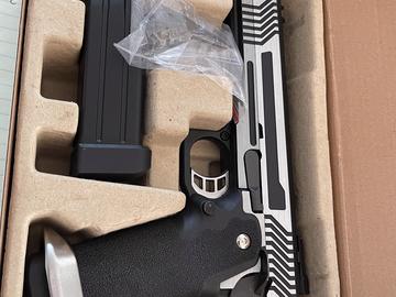 Selling: Green Gas Airsoft Pistolo... Model: HX1101