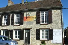 Accommodation: Fontaineblhostel