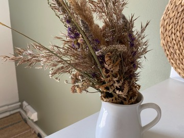 Selling: Small vase (white)