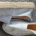 Ilmoitus: Valko-hopeiset espadrillot
