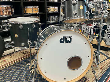 Selling with online payment: Dw Collectors Series 2006 Ebony Satin Oil. Maple shells