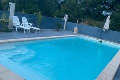 NOS JARDINS A LOUER: Grande piscine avec jardin