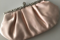 Ilmoitus: Hennon vaaleanpunainen häälaukku