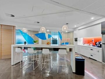Office Space - bookable per day: 2-pax workspace at Australia Square Sydney CBD