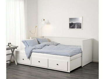 Selling without online payment: Day-bed w 3 drawers/2 mattresses