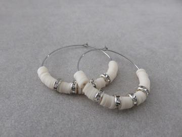 Vente au détail: Créoles en acier et perles heishi beiges SAM XL