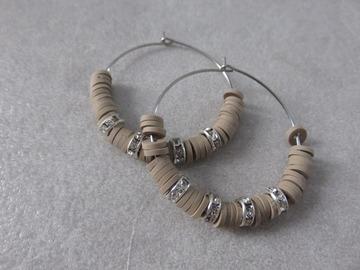 Vente au détail: Créoles en acier et perles heishi taupes SAM XL