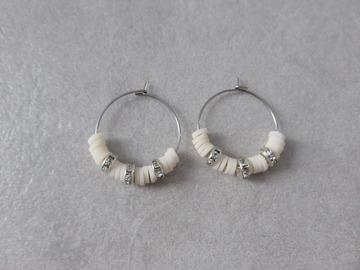 Vente au détail: Créoles en acier et perles heishi beiges SAM