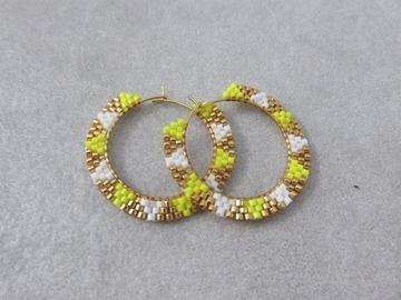 Vente au détail: Créoles tissées en perles miyuki et acier jaunes  KARLIE