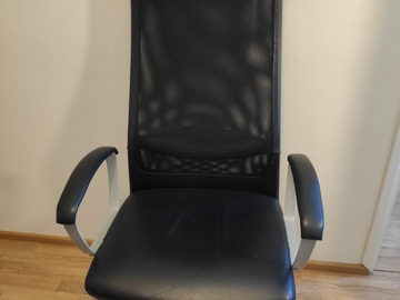 Selling: Office chair