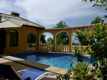 Tauschobjekt: Moderne Finca mit Pool im Hinterland der Costa Blanca