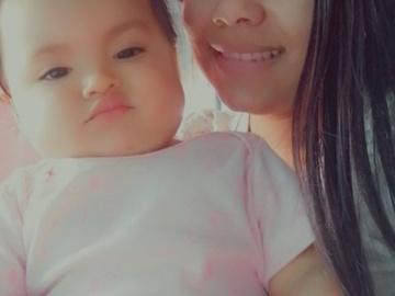 VeeBee Virtual Babysitter: Angela Niñera