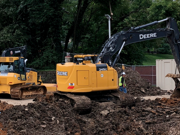 Renting out equipment (w/o operator): Deere excavator