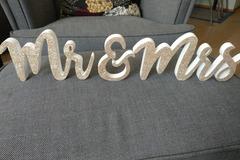 Ilmoitus: Mr&Mrs-pöytäkirjaimet