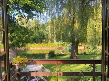 NOS JARDINS A LOUER: Petit paradis en bordure de rivière