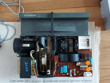 À donner: Projecteur dias à réparer - Rollei P350AF