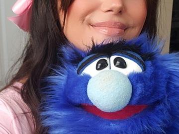 VeeBee Virtual Babysitter: Entertaining Children's Musician and Puppeteer Sitter!