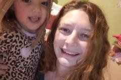 VeeBee Virtual Babysitter: Cuidado de niños/as