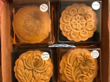 Selling: Mooncakes - with Salted Egg Yolks