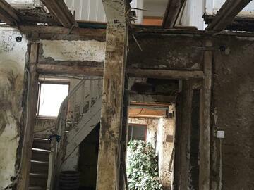 Suche Hilfe: Dernau: Putz muss von den Wänden geklopft werden