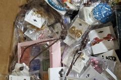 Liquidación / Lote Mayorista: Over 300 Pieces Costume Jewelry Mixed Lot