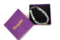Liquidación / Lote Mayorista: **SALE** Cherrydale Farms Clear Opalescent Bead Bracelet