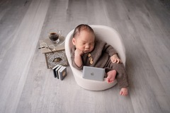 Fixed Price Packages: Newborn Photography - Standard Package