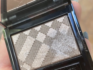 Venta: BURBERRY EYE COLOUR WET AND DRY GLOW SHADOW NUDE 002