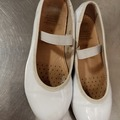 Selling without online payment: Geox girl white shoes for school size 30