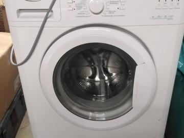 À vendre: Machine à laver wihrlpool pour pièces ou à réparer