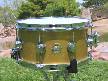 """Selling with online payment: RARE! DW COLLECTOR'S SERIES SNARE DRUM 13""""x7"""" CRAZY FLAKE / GOLD"""
