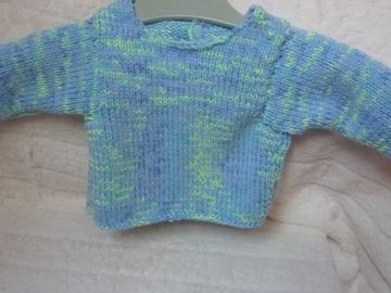 Vente au détail: Brassière bleue tricotée main : naissance - livraison gratuite