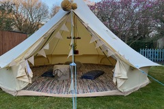 Renting out with online payment: 5 Bell Tent with full carpeted rag rugs and beautiful chandelier!