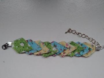 Vente au détail: Bracelet imparfait vert, bleu et jaune - livraison gratuite