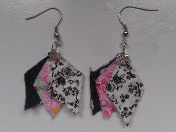 Vente au détail: Boucles d'oreille imparfaites noir, rose et blanc - livraison gra