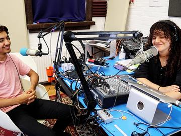 Rent Podcast Studio: Earbong